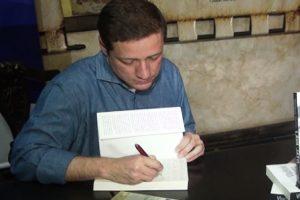 Jornalista Vladimir Netto lança livro sobre a Lava Jato em Caratinga