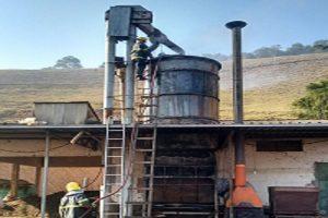Manhuaçu: Bombeiros combatem Incêndio em secador de café