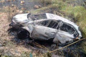 Manhuaçu: Carro sai da pista, cai em ribanceira e pega fogo