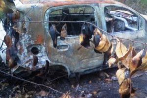 Carro é incendiado na zona rural de Divino
