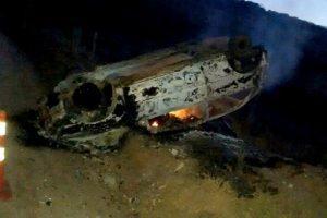 Gol capota e motorista morre carbonizado em Carangola
