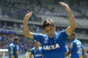Cruzeiro vence e sobe na tabela