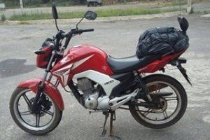 Queda provoca ferimentos leves em motociclista