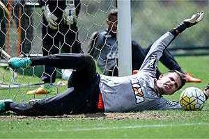 Victor volta ao gol do Atlético nesta segunda-feira