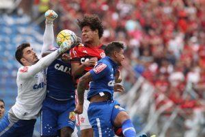 Cruzeiro perde para o Flamengo e volta ao Z4