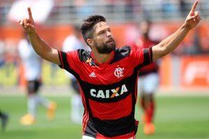 Flamengo segue na cola do Palmeiras