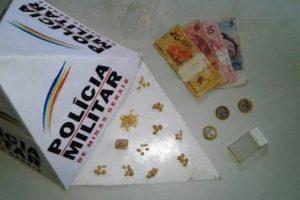 Manhuaçu: PM apreende 45 pedras de crack com infrator