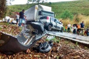 Grave acidente em Santa Bárbara do Leste. 4 veículos envolvidos