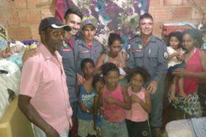 Bombeiros visitam família atendidas em momentos de parto