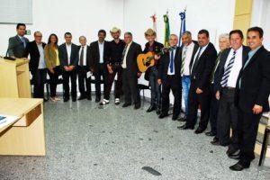 Manhuaçu: Vereadores se reúnem. Dupla gospel é homenageada