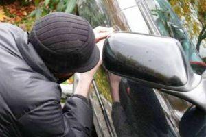 Polícia localiza dois carros furtados em Manhuaçu