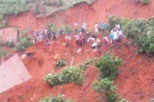 Mutum: Queda de barranco mata 3 pessoas, dentre elas um menino de 4 anos
