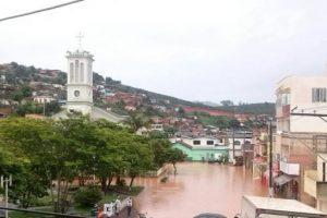 Chuvas causam transtorno e risco de enchente em Manhuaçu