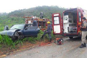 Duas pessoas ficam feridas em acidente na BR 262, em Manhuaçu