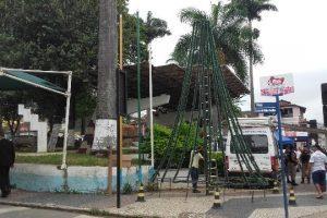 Manhuaçu: Presépio e decoração de natal são montados