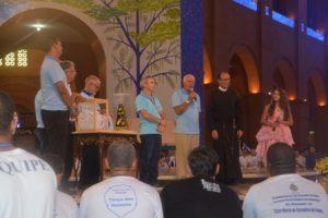 Terço dos Homens de Manhuaçu entrega imagem peregrina em Aparecida