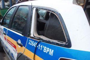 Revoltado homem quebra viatura da PM e vai preso