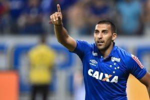 Ábila marca dois e Cruzeiro vence o Tricordiano