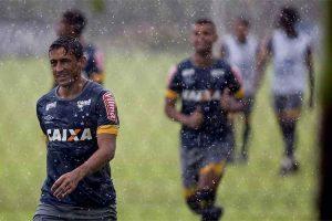 Chuva e raios interrompem treino do Cruzeiro