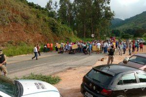 Manifestação na MG 111 por conta de queda de ponte