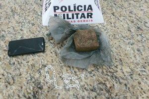 PM prende suspeito de tráfico em Santana do Manhuaçu