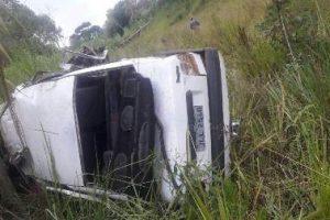 Jovem de 20 anos morre em capotamento de carro na Vilanova