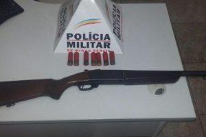PM apreende arma de fogo e munições em Matipó