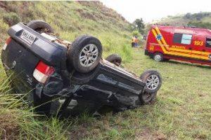Santa Rita de Minas: Colisão entre carro e carreta deixa dois feridos