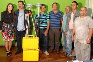 Prefeitura adquire novo equipamento de topografia para Secretaria de Obras