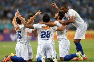 Cruzeiro vence o Santos e entra no G4