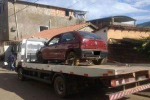 PM recupera carro furtado e conduz infratores à delegacia
