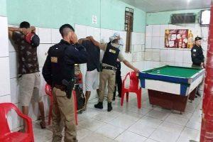 Polícia Militar realiza abordagens em bares durante de Manhuaçu