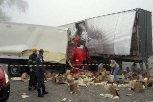São João do Manhuaçu: Caminhoneiro morre em acidente na BR 116