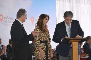 Governador Pimentel assina projeto que repassa prédio do fórum para Prefeitura de Manhuaçu
