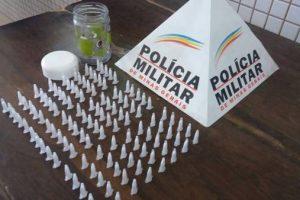 PM apreende 120 capsulas de cocaína em Caratinga