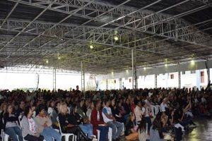 Cenáculo reúne fieis de Manhuaçu e região