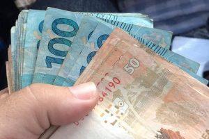 Taxista devolve carteira esquecida por idosa com R$ 1.200
