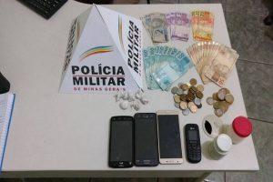 Manhuaçu: PM apreende drogas e dinheiro com suspeitos de Tráfico de Drogas