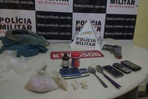 PM apreende cocaína, pasta base e simulacro durante festa na cidade