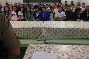 PM leva dicas segurança para estudantes da zona rural