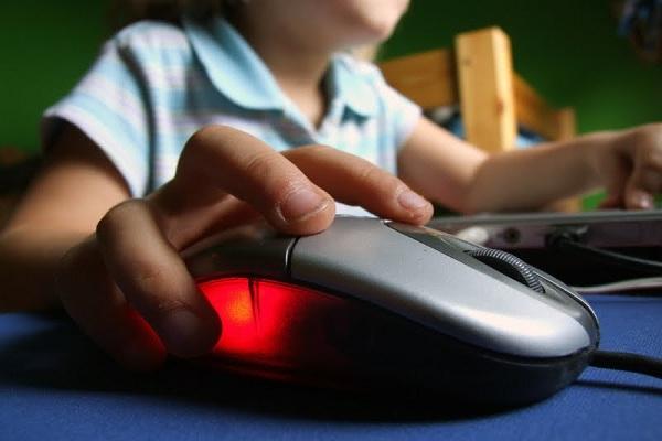 110438-kind_influence_internet_kids