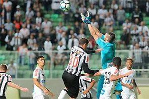 Atlético perde em casa para o Santos