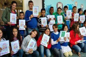 Manhuaçu: Desenhos de estudantes estampam cadernos entregues pela Prefeitura