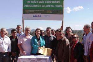 Prefeitura lança obras do Galpão do Produtor Rural e entrega veículo em Sacramento