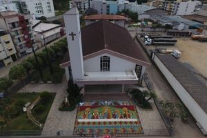 O maior tapete da Santa Ceia em areia é de Manhuaçu