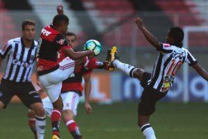 Atlético vence o Flamengo e afasta crise