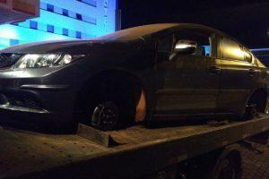 Manhuaçu: PM recupera carro furtado no córrego Manhuaçuzinho