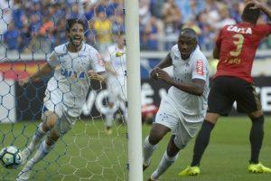 Cruzeiro bate o Sport e entra no G-6