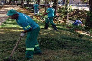 SAMAL realiza limpeza das margens de córrego no Bom Pastor