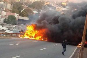 Justiça decreta prisão preventiva de motorista do caminhão que matou 3 no Anel Rodoviário